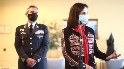 La ministra de Defensa, Margarita Robles, junto al jefe del Estado Mayor de la Defensa, general Miguel Ángel Villarroya.