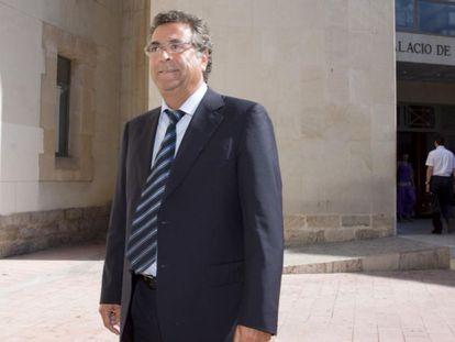 El empresario Enrique Ortiz, en su llegada a los juzgados de Alicante. PEPE OLIVARES