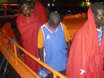 Inmigrantes llegados este sábado al puerto de Motril.