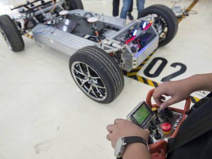 El negocio de fabricar esqueletos para coches autónomos