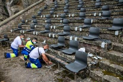 Adecuación del teatro Grec de Barcelona para establecer distancia entre los espectadores.