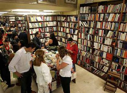 La lista de libros más vendidos incluye obras  en las que coinciden  una buena crítica y el apoyo del público.