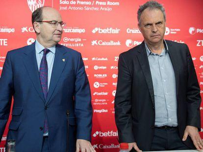 José Castro y Joaquín Caparrós, en la presentación de este último como nuevo entrenador del Sevilla.