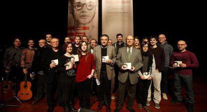 Josep Palomero y Ramon Ferrer (al centro) con los músicos de 'Demà serà una cançó'