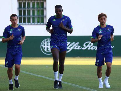 William Carvalho (en el centro), en un entrenamiento.