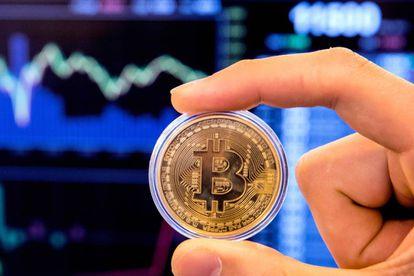 Una representación de la moneda virtual bitcoin.