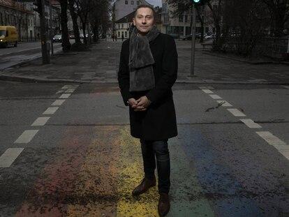 Lituania sale del armario