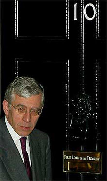 El ministro de Exteriores británico, Jack Straw, ayer en Downing Street.