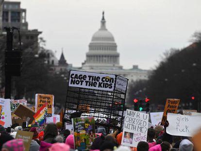 Manfiestantes frente al Capitolio en la cuarta Marcha de la Mujer en Estados Unidos.
