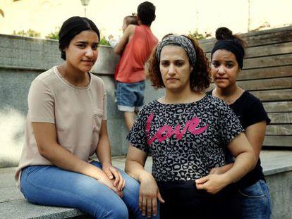 Ola al Masri, refugiada palestina, y sus hijos en Madrid.