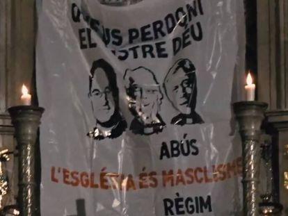 Pancarta desplegada en el santuario de Montserrat en protestas por los abusos.