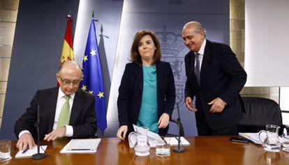 La vicepresidenta, Montoro y Fernández Díaz.
