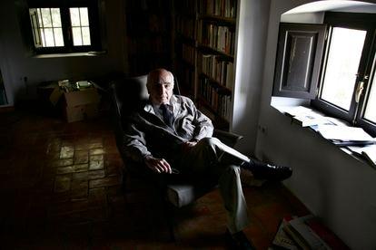 Brines, en su casa de Oliva (Valencia) en 2006.