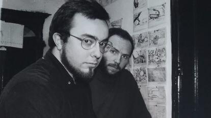El director Álex de la Iglesia y el guionista Jorge Guerricaechevarría en una imagen de principio de los noventa.