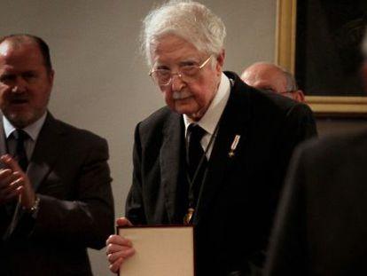 Pere Maria Orts, con la medalla al mérito de las Bellas Artes.