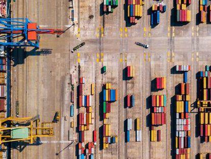 Terminal de contenedores del puerto de Valencia (España).