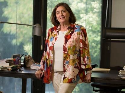 La fiscal Elvira Tejada, coordinadora nacional contra los delitos informáticos, en su despacho de la Fiscalía.