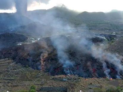 Vuelo de reconocimiento de la UME para comprobar el alcance de la lava en La Palma