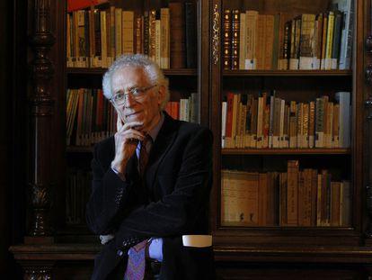 El pensador Tzvetan Todorov (Sofía, 1939), considerado uno de los grandes intelectuales franceses contemporáneos, ha muerto este martes en París a los 77 años. En la imagen, Todorov fotografiado en Madrid en 2013.