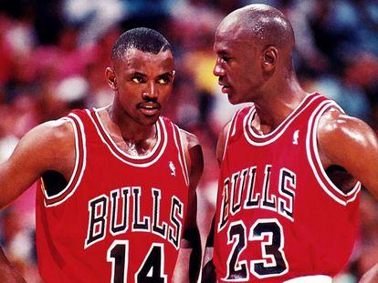 Craig Hodges junto a Michael Jordan, en un partido de los Bulls en 1992