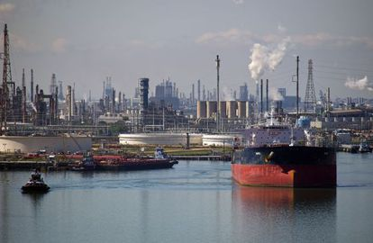 Un petrolero en la terminal de la refinería Citgo en Corpus.