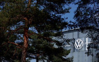 Logo de Volkswagen en una de sus sedes en Wolfsburgo, en Alemania.