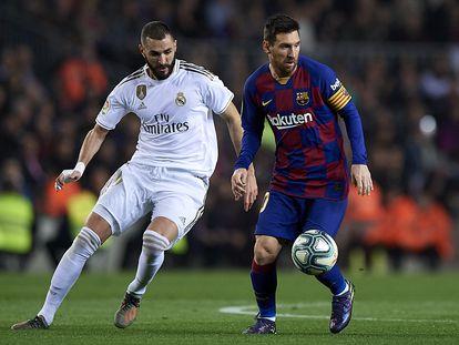 Messi y Benzema, en el clásico de la pasada temporada en el Camp Nou.