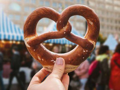 El pretzel tradicional alemán consumido en el Festival Oktoberfest.