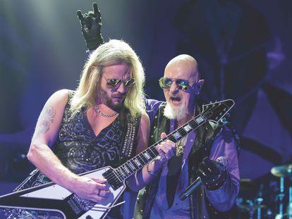 Rob Halford (a la derecha) junto a Richie Faulkner en un concierto de Judas Priest en el Toyota Arena de Ontario, Californa, el 29 de junio de 2019.