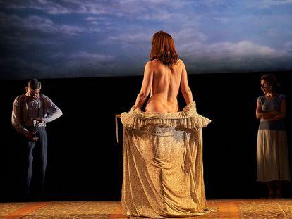 Albert Ribalta y Àgata Roca en una escena de 'Delicades'.