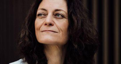 Cristina Colom es directora de Digital Future Society, promovido por Mobile World Capital Barcelona y el Gobierno de España, donde analiza el impacto de la revolución tecnológica en la sociedad y la economía. Licenciada en Económicas, con formación de posgrado en Asuntos Europeos y en Social Media, cuenta con una amplia experiencia en organizaciones internacionales multilaterales, como la Comisión Europea y Naciones Unidas. En el ámbito de las administraciones públicas, coordinó la candidatura de Barcelona para la sede de la Agencia Europea de Seguridad Alimentaria. En el de la empresa privada, fue directora de comunicación de Shell en Europa.