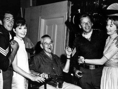 Dean Martin, Audrey Hepburn, William Wyler, Frank Sinatra y Shirley MacLaine en 1961.