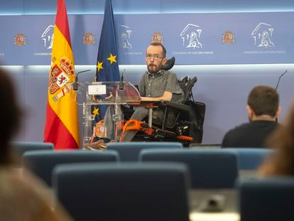 El portavoz de Unidas Podemos en el Congreso, Pablo Echenique, en una rueda de prensa.