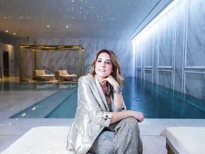 Paz Torralba, cuya marca The Beauty Concept gestiona el spa del hotel Ritz de Madrid, frente a la piscina del establecimiento.