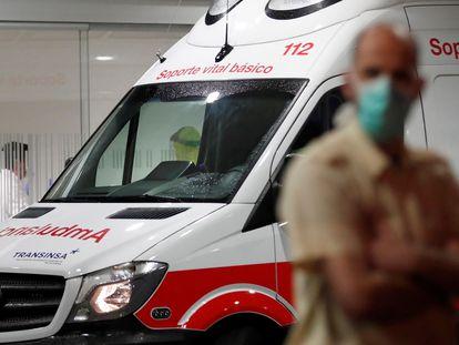 Una ambulancia en el Hospital Universitario Central de Asturias (HUCA) en Oviedo en marzo.