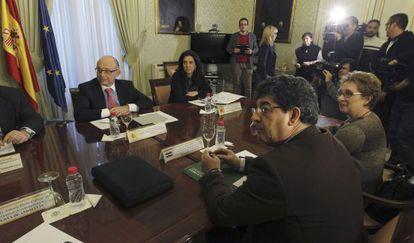Reunión entre la Junta y el Ministerio de Hacienda.