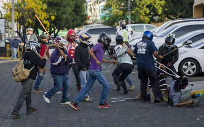 Varios miembros de las fuerzas antichoque del gobierno durante las protestas en Managua.