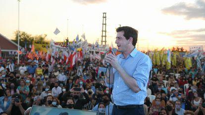 Eduardo Enrique de Pedro (Mercedes, Buenos Aires; 11 de noviembre de 1976) es un abogado y político argentino, es ministro del Interior de la Nación Argentina desde el 10 de diciembre de 2019. Anteriormente fue diputado nacional por la Provincia de Buenos Aires desde 2015 a 2019.