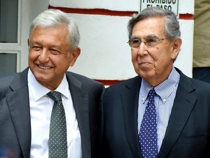 El presidente Andrés Manuel López Obrador y Cuauhtémoc Cárdenas Solórzano, hijo del expresidente Lázaro Cárdenas, en julio de 2018.