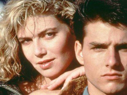 Kelly McGillis y Tom Cruise son una de las parejas más reconocibles del cine de los ochenta gracias a 'Top Gun', fantasía escapista de vuelo y romance que arrasó en taquilla y los convirtió a los dos en estrellas. Pero solo él está en la segunda parte que se estrena el año que viene. En vídeo, el tráiler de la primera película.