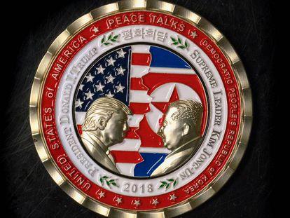 Fotografía de la moneda conmemorativa de la Casa Blanca