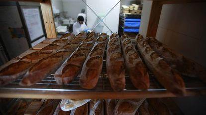 Barras de pan listas para la venta en la Panadería Hornera, en Madrid.