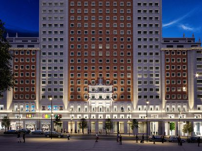 Recreación de la nueva tienda de Zara y Stradivarius en el bajo del Edificio España, en Madrid.