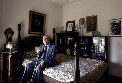 Jorge Luis Borges, en su casa de Buenos Aires, en 1983.