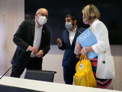 Los consejeros Josep Bargalló, Chakir el Homrani y Alba Vergés, a su llegada este jueves a la rueda de prensa conjunta. ENRIC FONTCUBERTA (EFE)