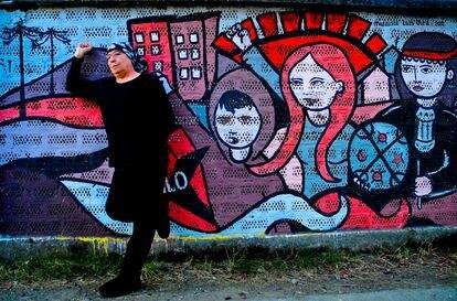 El artista Pedro Lemebel, en mayo de 2011.