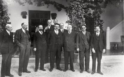 Almuerzo en el Cigarral en 1932. En el centro, Édouard Herriot; a su izquierda, Manuel Azaña, Gregorio Marañón y Luis de Zulueta; a su derecha, Fernando de los Ríos.