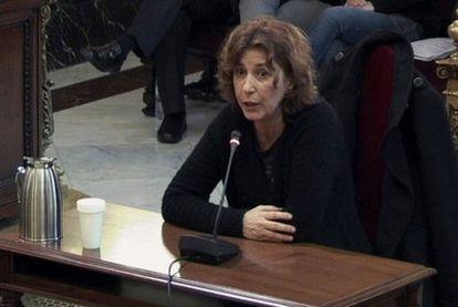 Antonia Oliver, de la asociación de la Memoria Histórica de Mallorca, declara en el juicio de Garzón.