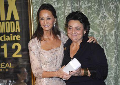 Isabel Preysler entregó el Prix 'Mujer emprendedora' a su amiga Elena Benarroch.