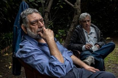 El columnista Pedro Miguel y el 'monero' Rafael Barajas, el Fisgón.
